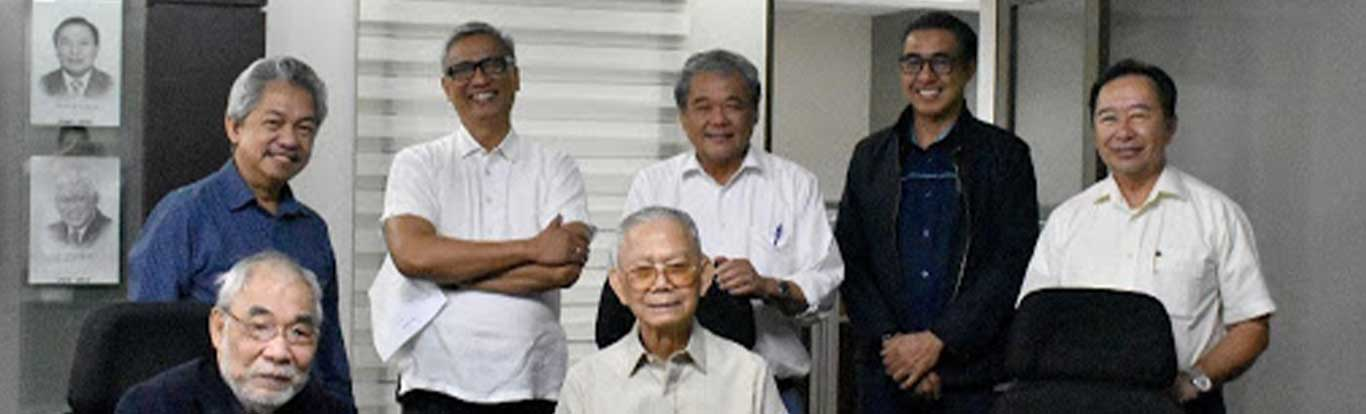 The Masters of Construction (seated L-R) former DPWH secretaries and First Balfour Directors Dr. Fiorello R. Estuar and Gregorio Vigilar with (standing L-R) ESCA Knowledge Academy President Dr. Flor Varona, PCAF Program Director Anthony Mariano, DMCI Holdings CEO Isidro Consunji, PCA Executive Director Barry Paulino, and PCA President Morris Agoncillo